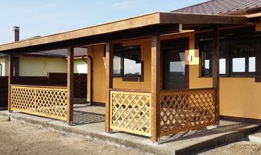 Case din lemn si alte constructii de lemn ca scari terase for Modele case cu terase acoperite
